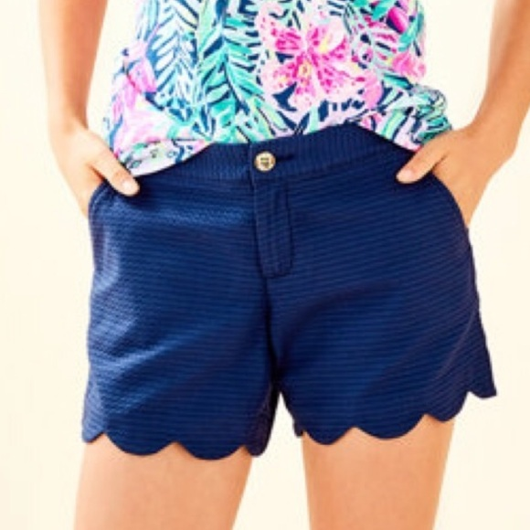 """Lilly Pulitzer Pants - Lilly Pulitzer 5"""" BUTTERCUP SCALLOP HEM SHORT"""